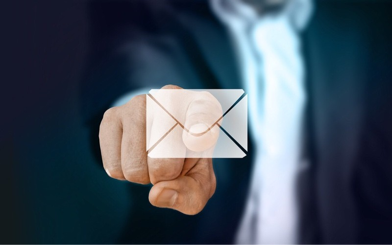 news-third-party-gmail-hand